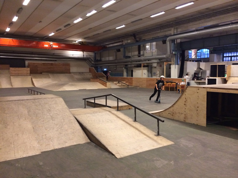 Vasteras skatehall, streetyta, skatepark